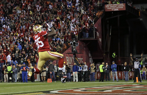San Francisco 49ers tight end Vernon Davis celebrates in the end zone after scoring a touchdown on a 23-yard pass from quarterback Alex Smith during the fourth quarter of an NFL football game against the Detroit Lions in San Francisco, Sunday, Sept. 16, 2012. (AP Photo/Marcio Jose Sanchez)