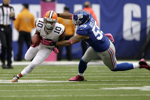 Cleveland Browns wide receiver Jordan Norwood (10) runs with the ball as New York Giants outside linebacker Michael Boley moves in for the tackle during the second half of an NFL football game Sunday, Oct. 7, 2012, in East Rutherford, N.J. The Giants won the game 41-27. (AP Photo/Kathy Willens)