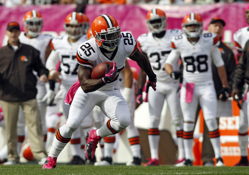 Cleveland Browns running back Chris Ogbonnaya runs against the Cincinnati Bengals in the first quarter of an NFL football game Sunday, Oct. 14, 2012, in Cleveland. (AP Photo/Scott R. Galvin)