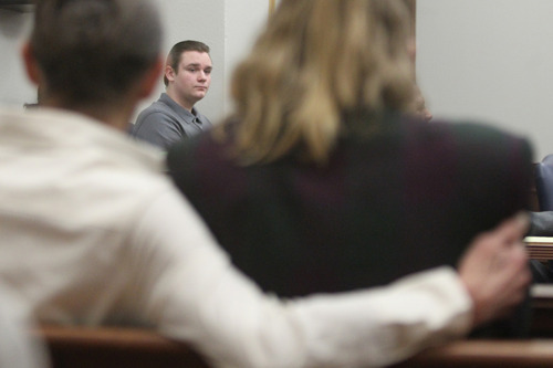 Brogan Rafferty takes the stand in his defense during the Craigslist murder trial in the courtroom of Summit County Common Pleas Court Judge Callihanon Tuesday, Oct. 23, 2012 in Akron, Ohio. Rafferty is framed by his grandmother, left, and mother. (AP Photo/pool,  Phil Masturzo, Akron Beacon Journal)