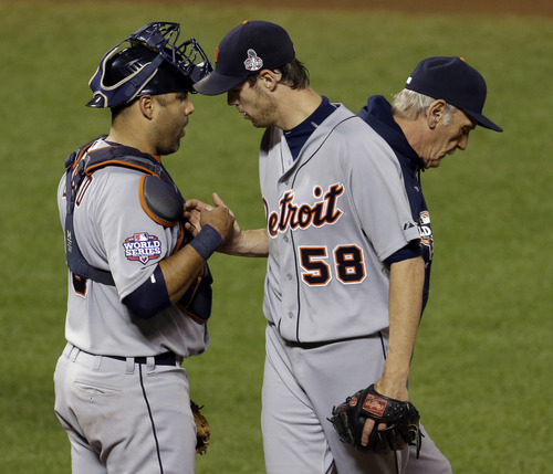 Detroit Tigers starting pitcher Doug Fister is congratulated by catcher Gerald Laird after being replaced during the seventh inning of Game 2 of baseball's World Series against the San Francisco Giants Thursday, Oct. 25, 2012, in San Francisco. (AP Photo/Eric Risberg)