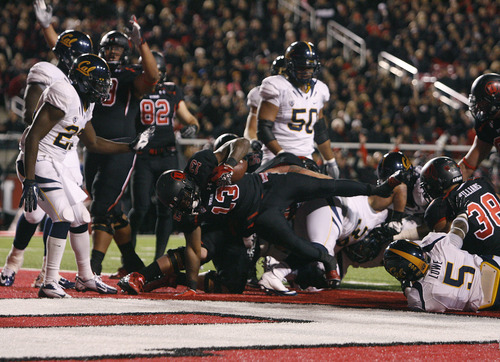 Scott Sommerdorf  |  The Salt Lake Tribune               Utah Utes running back Kelvin York (13) plows into the Ca end zone with a 1 yard TD run to make the score 21-6. Utah led Cal 28-6 at the half, Saturday, October 27, 2012.