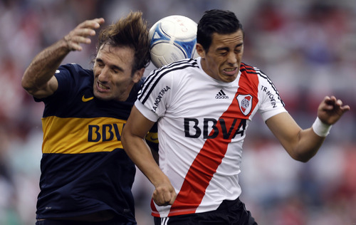 Boca Juniors's Rolando Schiavi, right, and River Plate's Ramiro Funes Mori go for a header during an Argentina's league soccer match in Buenos Aires, Argentina, Sunday, Oct. 28, 2012. (AP Photo/Natacha Pisarenko)