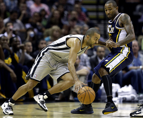 San Antonio Spurs' Tony Parker, left, of France, moves the ball past Utah Jazz' Mo Williams, right, during the first quarter of an NBA basketball game, Saturday, Nov. 3, 2012, in San Antonio. San Antonio won 86-84. (AP Photo/Eric Gay)