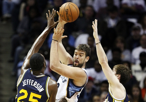 Memphis Grizzlies center Marc Gasol, of Spain, passes over Utah Jazz center Al Jefferson (25) and Gordon Hayward, right, in the first half of an NBA basketball game, Monday, Nov. 5, 2012, in Memphis, Tenn. (AP Photo/Lance Murphey)
