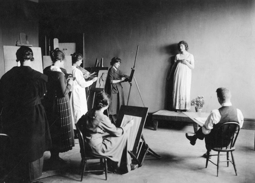 (Photo Courtesy Utah State Historical Society)  A University of Utah figure drawing class in the early 1900s.