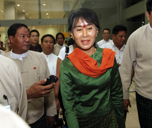 Myanmar opposition leader Aung San Suu Kyi, right, arrives at Yangon International Airport on her return from her tour of India, Sunday, Nov. 18, 2012, in Yangon, Myanmar. (AP Photo/Khin Maung Win)