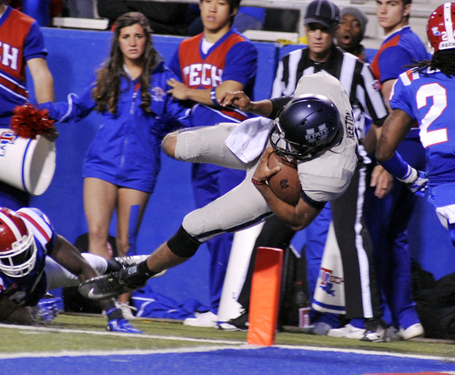 Utah State quarterback Chuckie Keeton (16) dives into the end zone in third quarter of play against Louisiana Tech during their NCAA college football game in Ruston, La., Saturday, Nov. 17, 2012. (AP Photo/Kita Wright)