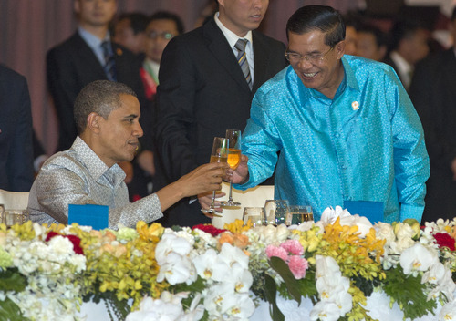 U.S. President Barack Obama toasts with Cambodia's Prime Minister Hun Sen at the East Asia Summit Dinner during the East Asia Summit at the Diamond Island Convention Center in Phnom Penh, Cambodia, Monday, Nov. 19, 2012. (AP Photo/Carolyn Kaster)