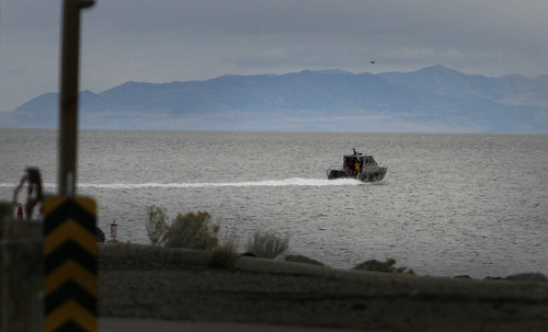 Scott Sommerdorf  |  The Salt Lake Tribune               A Utah State Parks boat with Great Salt Lake State Marina harbor master Dave Shearer aboard takes police investigators out to the scene Sunday, November 18, 2012, where two hunters died overnight on the Great Salt Lake.