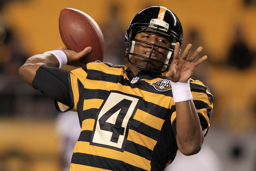 Pittsburgh Steelers quarterback Byron Leftwich, left, warms up before an NFL football game against the Baltimore Ravens in Pittsburgh, Sunday, Nov. 18, 2012. (AP Photo/Gene J. Puskar)