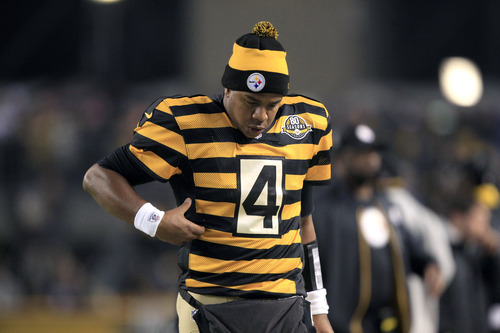 ... Steelers uniforms  Worst ever  Pittsburgh Steelers quarterback Byron  Leftwich (4) checks his ribs after getting hit in the 50329a617