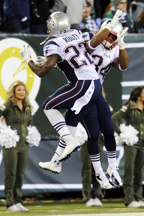 New England Patriots running back Shane Vereen (34) celebrates with Stevan Ridley (22) after scoring a touchdown during the first half of an NFL football game against the New York Jets, Thursday, Nov. 22, 2012, in East Rutherford, N.J. (AP Photo/Bill Kostroun)