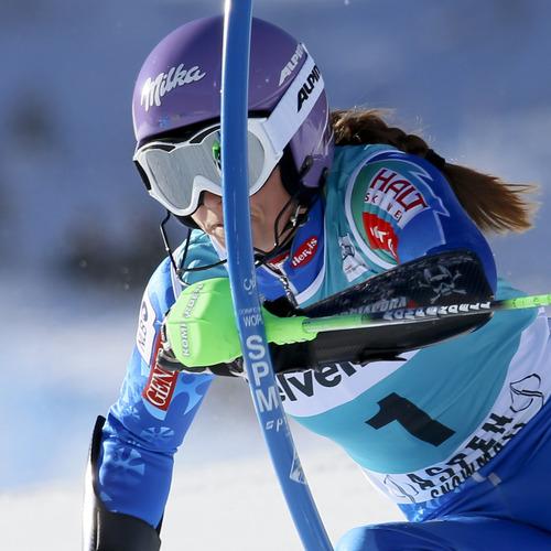 Slovenia's Tina Maze speeds down the course during the women's World Cup slalom ski race in Aspen, Colo., on Sunday, Nov. 25, 2012.  (AP Photo/Nathan Bilow)
