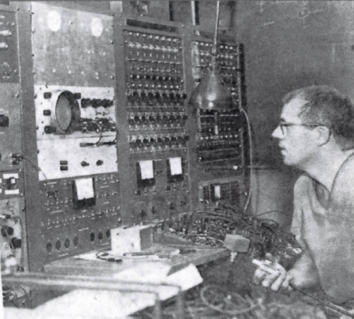 Homer Warner, a pioneer of computerized medicine, pictured before one the first analog computers. Courtesy Homer Warner, Jr.