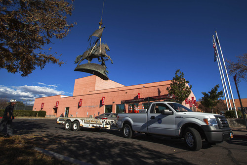Workers remove a statue of Confederate soldiers from the Dixie State College campus on Thursday. Trevor Christensen  |  The Spectrum