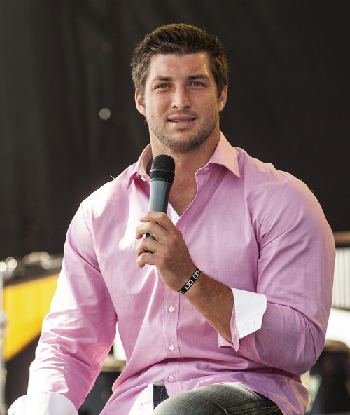 """New York Jets quarterback Tim Tebow speaks Celebration Church's """"Easter on the Hill"""" in Georgetown, Texas, on Easter Sunday, April 8, 2012. (AP Photo/William Philpott)"""