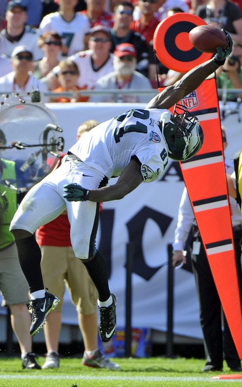 Philadelphia Eagles wide receiver Jason Avant (81) makes a catch on a pass during the second quarter of an NFL football game against the Tampa Bay Buccaneers Sunday, Dec. 9, 2012, in Tampa, Fla. (AP Photo/Brian Blanco)