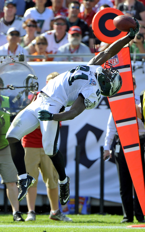 Philadelphia Eagles wide receiver Jason Avant (81) makes a catch of a pass during the second quarter of an NFL football game against the Tampa Bay Buccaneers Sunday, Dec. 9, 2012, in Tampa, Fla. (AP Photo/Brian Blanco)