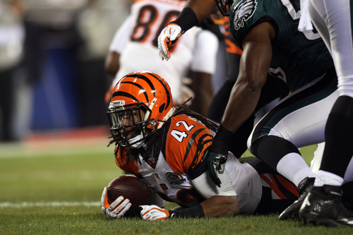 Bengals halfback BenJarvus Green-Ellis rushes for the games opening touchdon. The Philadelphia Eagles fell to the Cincinnati Bengals 34-13 at Lincoln Financial Field Thursday, Dec. 13, 2012.  (AP Photo/The News Journal, Daniel Sato)