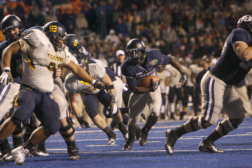 Chris Detrick  |  The Salt Lake Tribune Utah State Aggies running back Kerwynn Williams (25) runs of for a touchdown during the fourth quarter of the Famous Idaho Potato Bowl at Bronco Stadium Saturday December 15, 2012.  The Aggies beat the Rockets, 41-15.