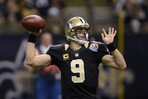 New Orleans Saints quarterback Drew Brees (9) drops to throw a touchdown pass in the first half of an NFL football game against the Tampa Bay Buccaneers at the Mercedes-Benz Superdome in New Orleans, Sunday, Dec. 16, 2012. (AP Photo/Bill Feig)