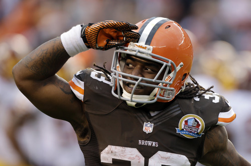 Cleveland Browns running back Trent Richardson salutes the fans after scoring on a 1-yard tochdown run against the Washington Redskins in the second quarter of an NFL football game Sunday, Dec. 16, 2012, in Cleveland. (AP Photo/Mark Duncan)