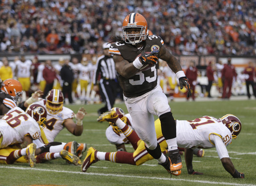 Cleveland Browns running back Trent Richardson (33) scores on a 1-yard touchdown against the Washington Redskins run in the second quarter of an NFL football game Sunday, Dec. 16, 2012, in Cleveland. (AP Photo/Tony Dejak)