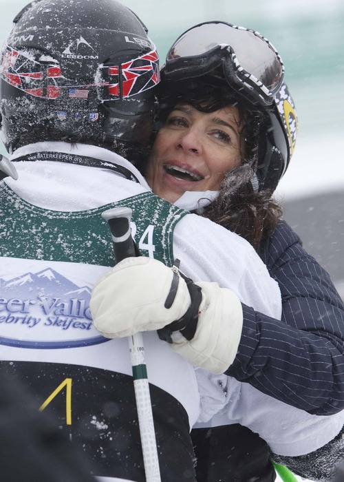 "Leah Hogsten  |  The Salt Lake Tribune Actress Perrey Reeves of ""Entourage"" hugs her competitor director Bobby Farreley at the Deer Valley Celebrity Skifest, Saturday December 8, 2012."