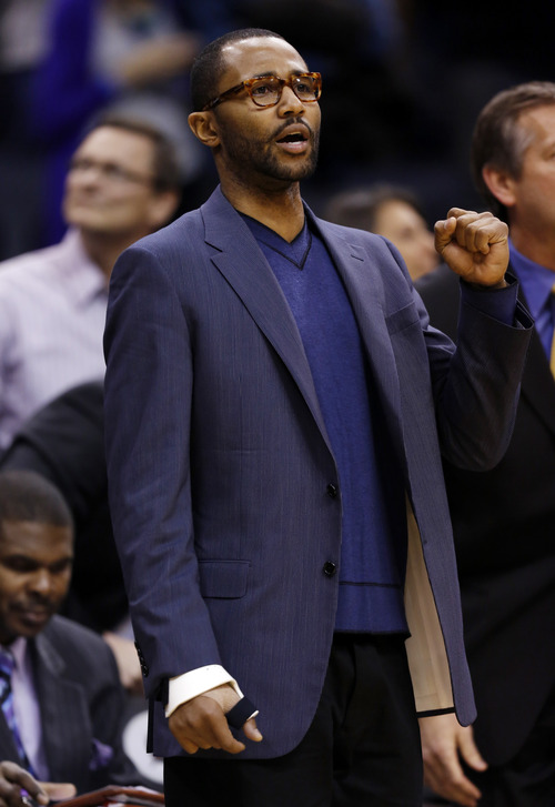 Utah Jazz point guard Mo Williams (5) cheers his teams on from the sidelines against the Orlando Magic during the second half of an NBA basketball game, Sunday, Dec. 23, 2012, in Orlando, Fla. The Utah Jazz report that Mo Williams will be out indefinitely due to a right thumb injury. (AP Photo/Scott Iskowitz)