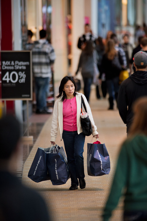 (AP Photo/The Sacramento Bee, Randall Benton)   Steep discounts weren't enough to get enough holiday shoppers  into stores, said Marshal Cohen, chief analyst at the market research firm NPD Inc.