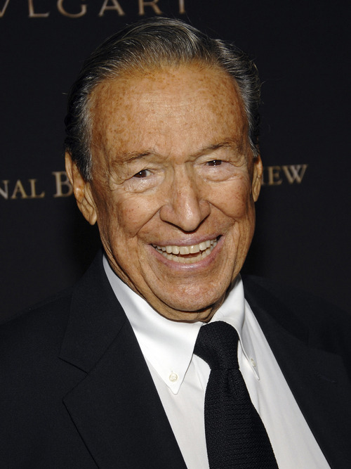 """FILE - This  Jan. 15, 2008, file photo shows television news journalist Mike Wallace at the 2007 National Board of Review of Motion Pictures Awards Gala in New York. Wallace, famed for his tough interviews on """"60 Minutes,""""  died, Saturday, April 7, 2012. He was 93. (AP Photo/Evan Agostini, file)"""