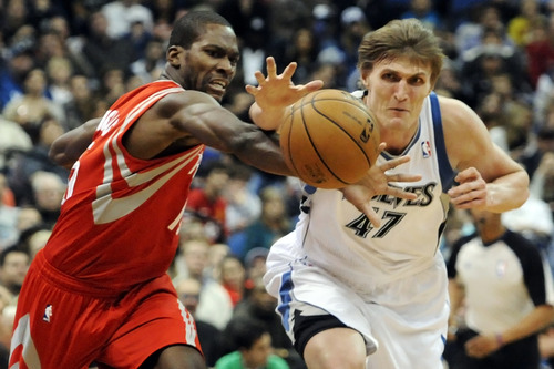 Houston Rockets' Toney Douglas, left, and Minnesota Timberwolves' Andrei Kirilenko, of Russia, chase the ball in the second half of an NBA basketball game, Wednesday, Dec. 26, 2012, in Minneapolis. The Rockets won 87-84. (AP Photo/Jim Mone)