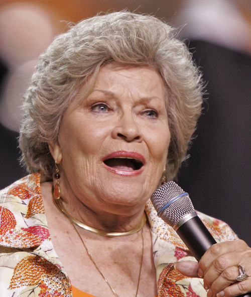 """FILE - In this Sept. 26, 2009 file photo, singer Patti Page performs the Tennessee Waltz during halftime of a NCAA college football game Tennessee and Ohio in Knoxville, Tenn. Page, who made """"Tennessee Waltz"""" the third best-selling recording ever, has died. She was 85. (AP Photo/Wade Payne, file)"""