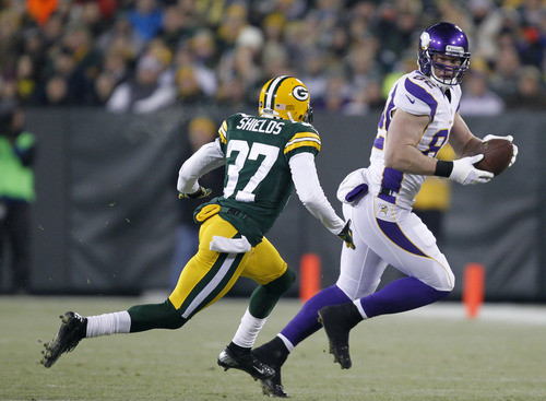 Minnesota Vikings tight end Kyle Rudolph (82) makes a reception in front of Green Bay Packers cornerback Sam Shields (37) during the first half of an NFL wild card playoff football game Saturday, Jan. 5, 2013, in Green Bay, Wis. (AP Photo/Mike Roemer)