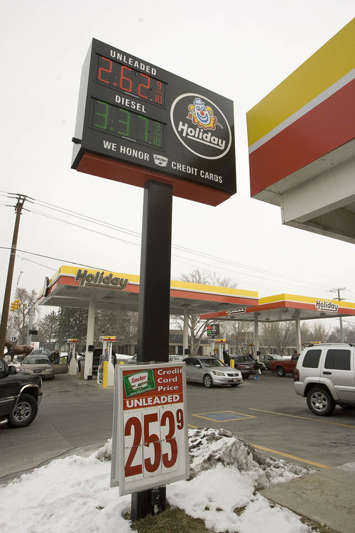 Paul Fraughton  |   The Salt Lake Tribune Utah's average gas price is now the lowest in the country, with the average price for a gallon of regular gasoline at $2.90 -- a drop of 50 cents since last month.