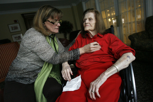 Francisco Kjolseth  |  The Salt Lake Tribune Salt Lake City internist Beth Hanlon visits Nancy Palmer, 87, at a retirement home. By charging patients an up-front retainer, Hanlon is now able to spend more time with fewer patients and deliver care in novel ways that aren't reimbursed by insurance companies. Home visits have helped her see 16-year patients like Palmer through fresh eyes.