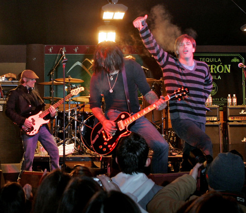 """Donovan Leitch, from the rock group Camp Freddy, right, and Billy Morrison, from the Cult, center, perform with members of Camp Freddy in an """"All-Star Jam Band"""" concert Friday, Jan. 20, 2006, at The SkiHouse in Park City, Utah, during the 25th Sundance Film Festival. (AP Photo/Kevork Djansezian)"""