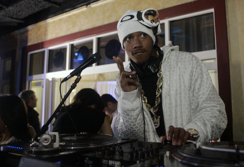 Nick Cannon DJs inside the Entertainment Weekly party during the Sundance Film Festival in Park City, Utah, Saturday, Jan. 20, 2007.  (AP Photo/Carolyn Kaster)