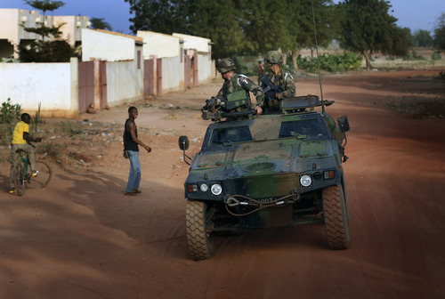 French soldiers return from patrol in Sevare, some 620 kms (400 miles)  north of Mali's capital Bamako Thursday, Jan. 24, 2013.  One wing of Mali's Ansar Dine rebel group has split off to create its own movement, saying that they want to negotiate a solution to the crisis in Mali, in a declaration that indicates at least some of the members of the al-Qaida-linked group are searching for a way out of the extremist movement in the wake of French airstrikes. (AP Photo/Jerome Delay)