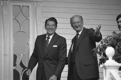FILE - In this Oct. 17, 1980, file photo, New York Mayor Ed Koch gestures as he escorts Republican presidential nominee Ronald Reagan into Gracie Mansion in New York. Koch, the combative politician who rescued the city from near-financial ruin during three City Hall terms, has died at age 88. Spokesman George Arzt says Koch died Friday morning Feb. 1, 2013 of congestive heart failure. (AP Photo/Dave Pickoff, File)