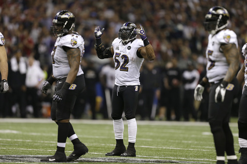 Baltimore Ravens linebacker Ray Lewis (52) calls a signal during the second half of the NFL Super Bowl XLVII football game against the San Francisco 49ers Sunday, Feb. 3, 2013, in New Orleans. (AP Photo/David Goldman)