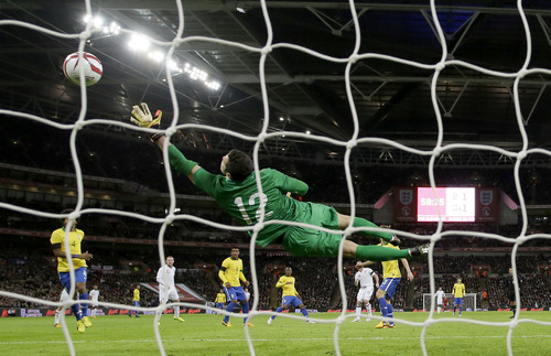 England's Frank Lampard, third right, shoots and scores a goal as Brazil's goalkeeper Julio Cesar attempts to save during their international soccer match at Wembley stadium in London, Wednesday, Feb.  6, 2013.  (AP Photo/Matt Dunham)