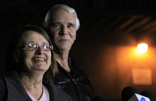 Jim Reynolds, 66, right, and wife, Karen Reynolds 57, recount their experience during a news conference Wednesday, Feb. 13, 2013, in Big Bear Lake, Calif., of being held captive by fugitive Christopher Dorner inside a condo unit they own at Mountain Vista Resort. (AP Photo/Los Angeles Times, Brian van der Brug)  NO FORNS; NO SALES; MAGS OUT; ORANGE COUNTY REGISTER OUT; LOS ANGELES DAILY NEWS OUT; VENTURA COUNTY STAR OUT; INLAND VALLEY DAILY BULLETIN OUT; MANDATORY CREDIT, TV OUT