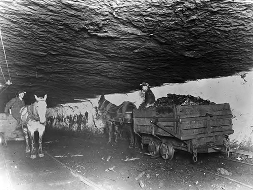 Photo courtesy of Utah State Historical Society Inside the Castle Gate mine circa 1920. A massive explosion at the mine in 1924 killed 172 men and left 417 dependents.