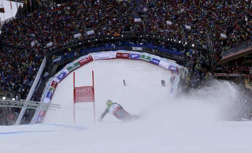 United States's Ted Ligety speeds down the course on his way to win the men's giant slalom at the Alpine skiing world championships in Schladming, Austria, Friday, Feb.15, 2013. (AP Photo/Alessandro Trovati)