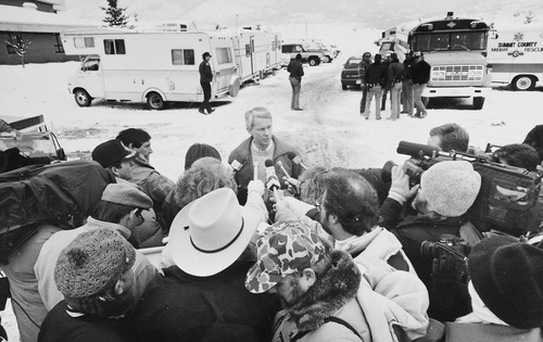 Tribune file photo  John T. Nielsen, then with the Utah Department of Public Safety, briefs media during the January 1988 standoff at the Singer-Swapp ranch in Marion, Utah.
