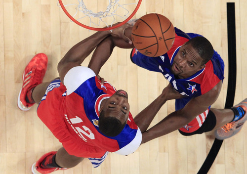 West Team's LaMarcus Aldridge of the Portland Trail Blazers and East Team's Chris Bosh of the Miami Heat look for the loose ball during the first half of the NBA All-Star basketball game Sunday, Feb. 17, 2013, in Houston. (AP Photo/Lucy Nicholson, Pool)