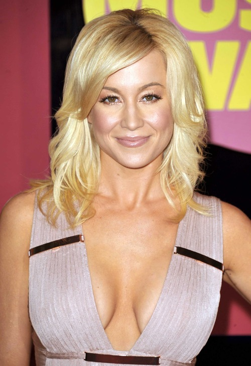 "FILE - This June 6, 2012 file photo shows singer Kellie Pickler at the 2012 CMT Music Awards in Nashville, Tenn. Pickler is one of eleven celebrity contestants who will compete on the next edition of ""Dancing with the Stars."" The new season kicks off on ABC with a two-hour premiere on March 18. (Photo by John Shearer/Invision/AP, file)"