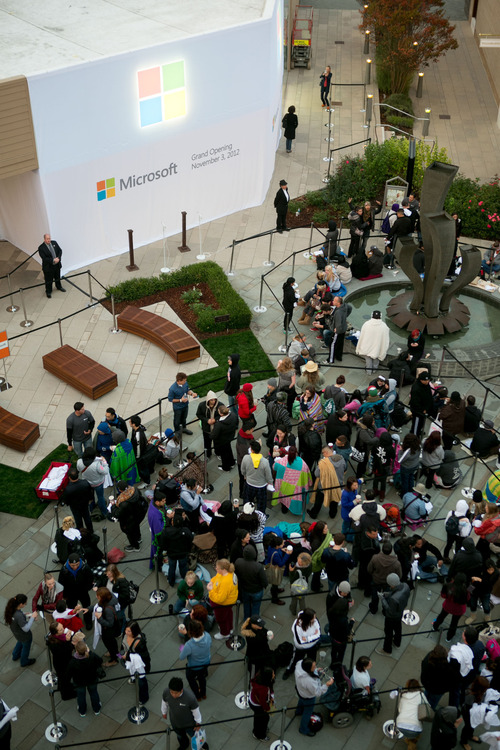 Microsoftstoreline.jpg: The stage is set for the grand opening of Microsoft Corp.'s 29th retail store on Nov. 3, 2012, at The Village at Corte Madera in Corte Madera, Calif. Courtesy photo